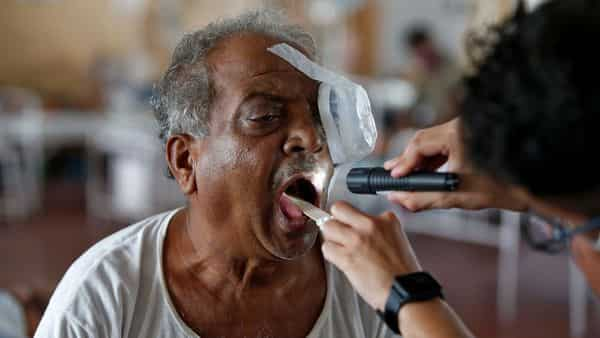 A doctor examines a man who is suffering from Mucormycosis, also known as black fungus (Photo: Reuters)
