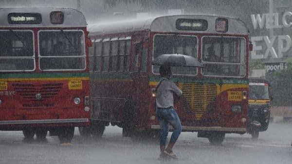 Heavy rainfall at Kandivali, in Mumbai, India on Wednesday (HT PHOTO)