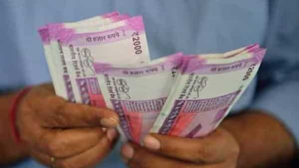 Mutual fund calculator: To get  ₹2.5 lakh per month, an individual requires  ₹5 crore at the age of sixty, say experts.