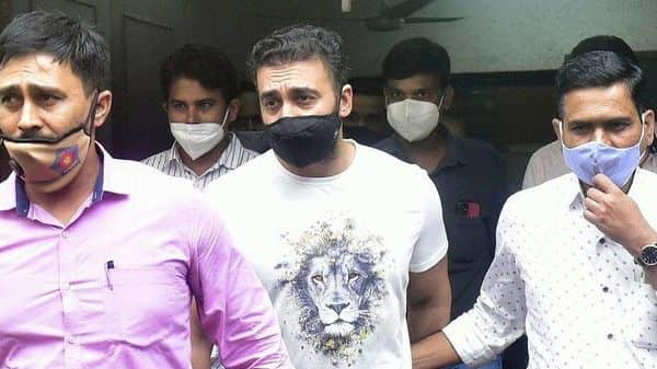 Pornography case: Raj Kundra being taken to Killa Court from Property Cell Unit office at Byculla, in Mumbai  (HT_PRINT)