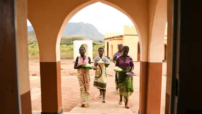 The youth radio tackles topics such as child marriages and maternal health. (above) pregnant women carry plates of food provided by Lucy Mbewe, a traditional birth attendant in southern Malawi. Photo: AP /Thoko Chikondi