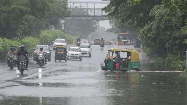 Commuters wade through a water logged stretch at ITO in New Delhi (HT)