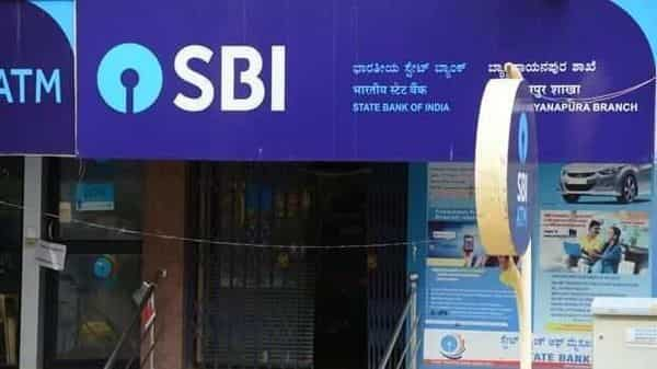SBI FDs between 7 days to 10 years will give 2.9% to 5.4% to general customers. (Mint)