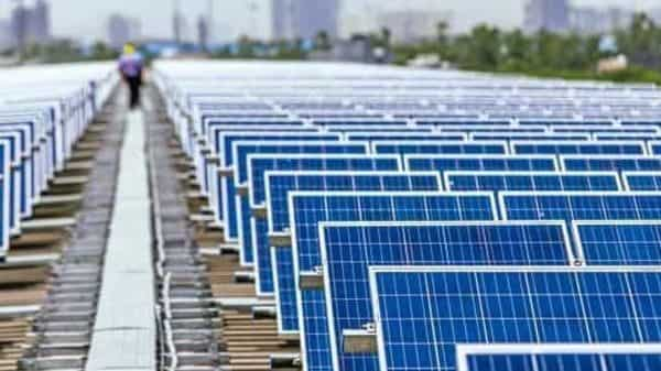 India's solar power capacity has risen more than five times to 40 GW in March 2021 from 6.7 GW in 2016. (Photo: Bloomberg)