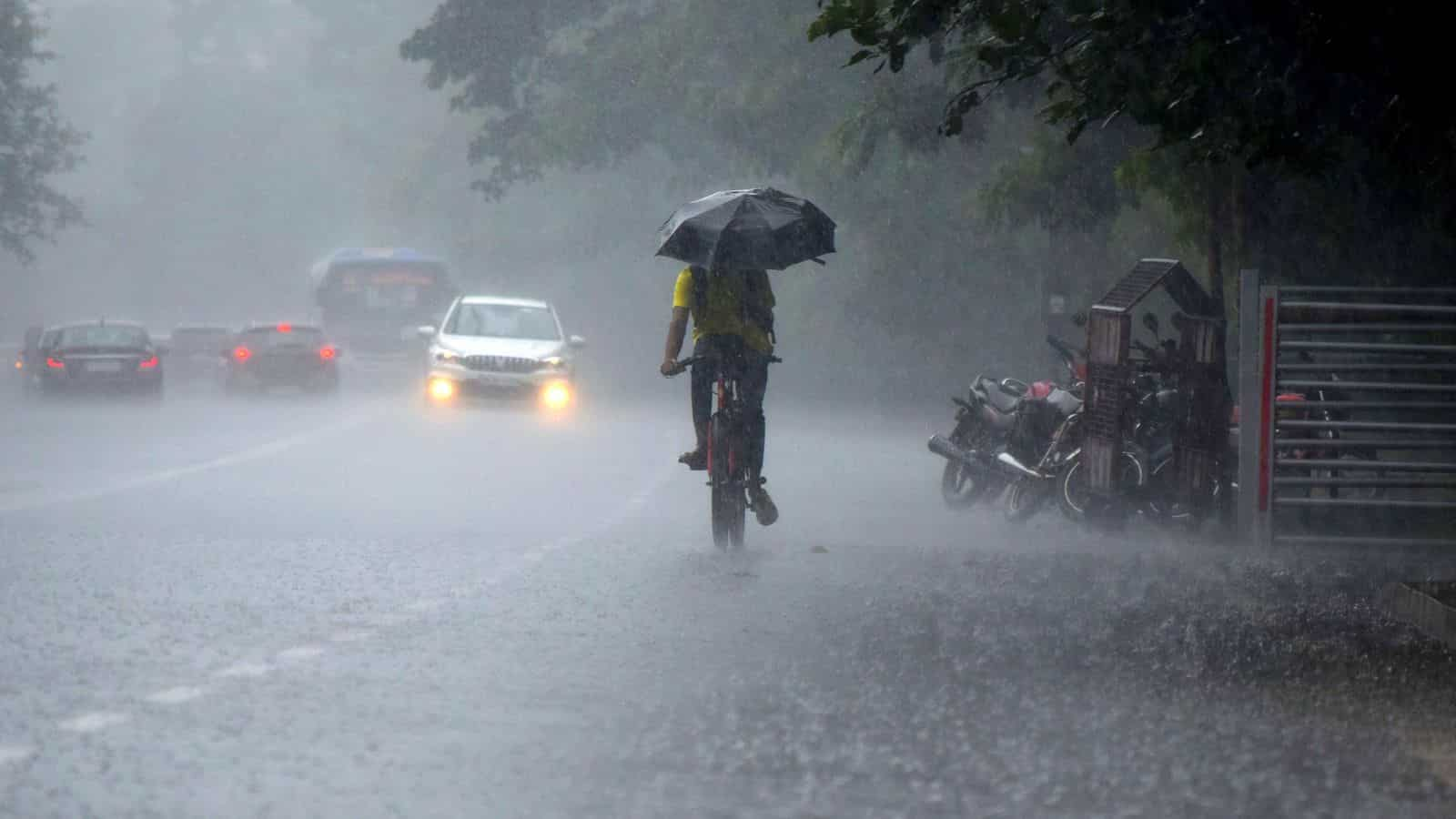 Heavy to very heavy rainfall predicted in four districts of Kerala. IMD  issues alert