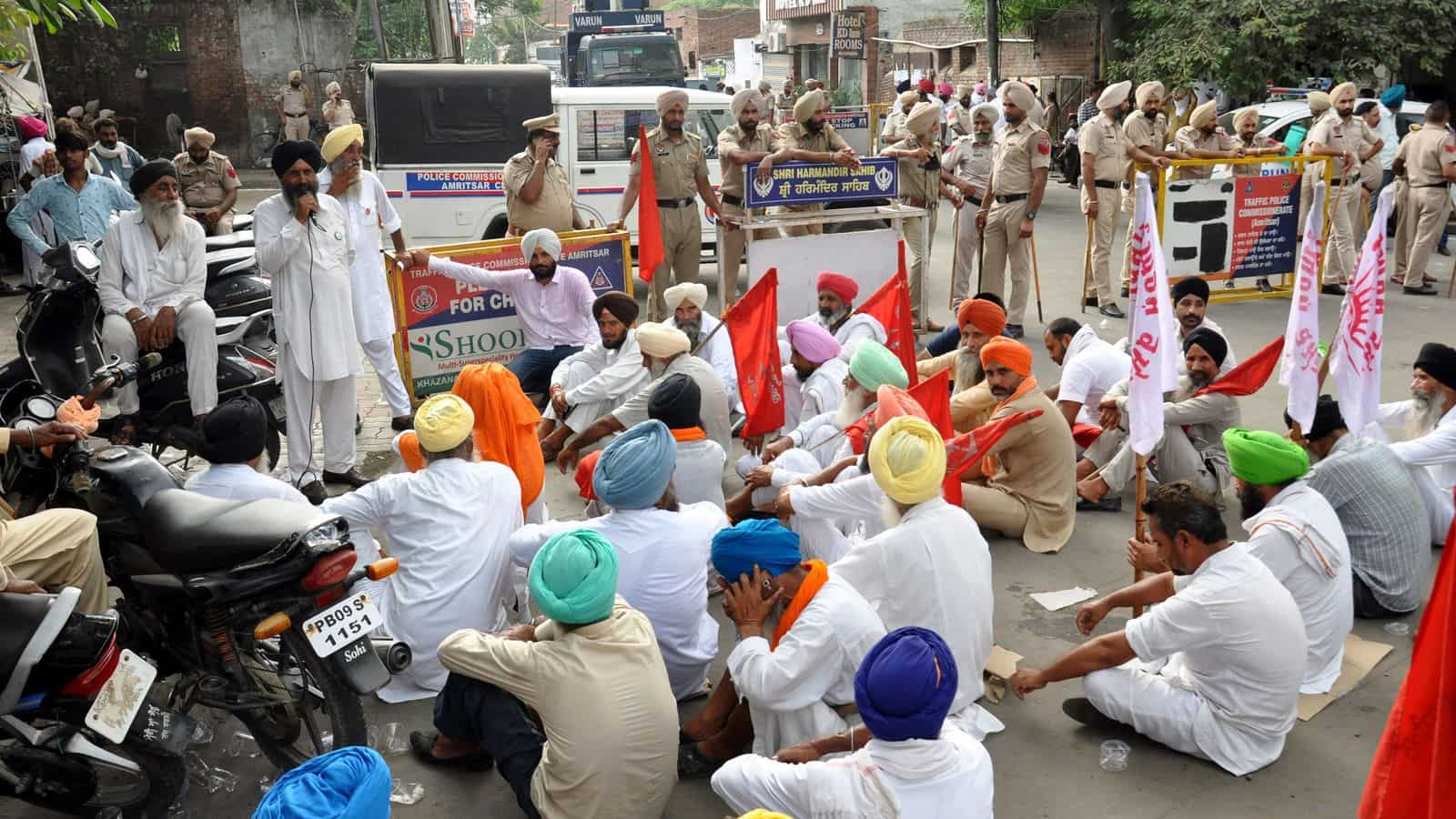 Farmers block highways in Haryana after police in Karnal lathi-charge protesters; 10 injured