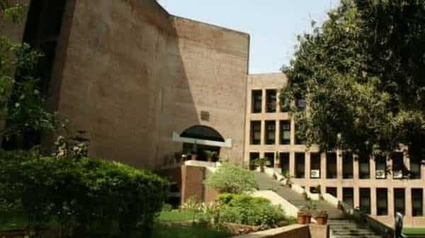 The DAE has tied up with IIM-A to offer management lessons and nuances for effective leadership through a series of management development programmes. (File Photo: Mint)
