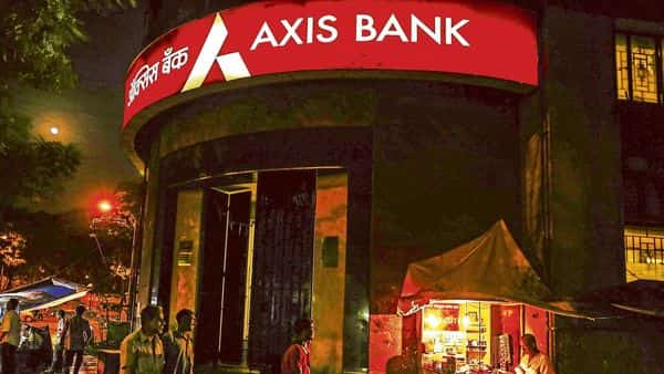 AXIS Bank has set an initial price guidance of 4.4% for the bonds. HSBC, BNP Paribas, BofA Securities, Citigroup, J.P. Morgan, Standard Chartered Bank are managing the bond offering. (Photo: Bloomberg)