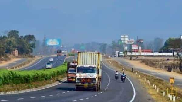 Recently, Union Road Transport and Highways Minister Nitin Gadkari said infrastructure development is important for the country, and the government's target is to achieve the pace of 100 km per day in highway construction.