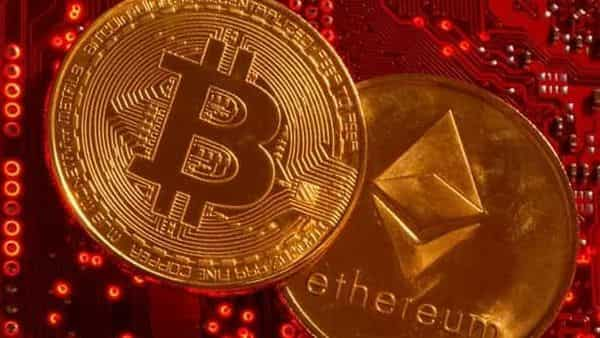 Users can configure Chivo to make payments either in bitcoin or their dollar equivalent. (REUTERS)
