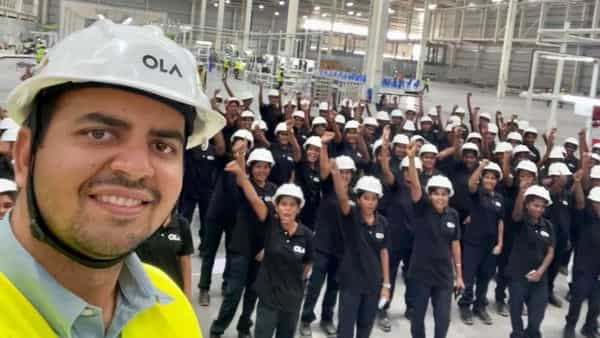 Ola Electric CEO Bhavish Aggarwal clicks a selfie with the first batch of women employees at Ola Futurefactory. (Photo credit: Ola Electric)