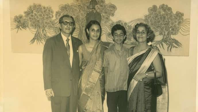 Phiroze Shroff with Pheroza, Cyrus and Mitha in front of a painting by B Prabha at Cymroza Art Gallery in 1971. Photo: courtesy Cymroza