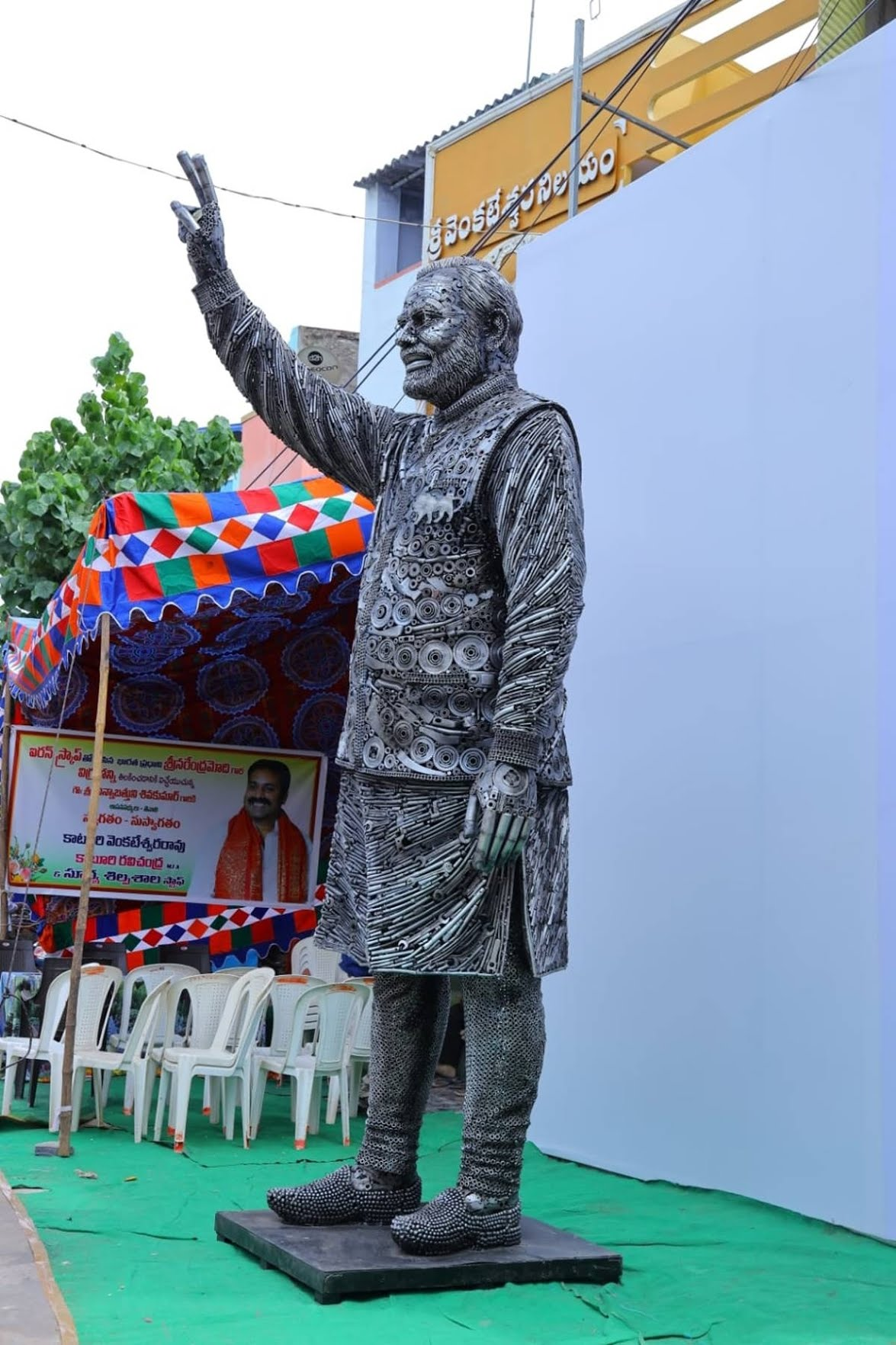 PM Modi sculpture