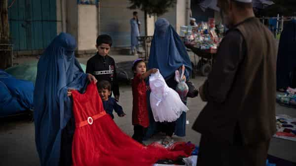 Afghan women and a girl shop for dresses at a local market in rural Afghanistan, (Photo: AP)