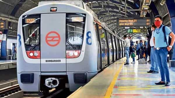The Blue Line of the Delhi Metro Rail Corporation connects Dwarka in Delhi to Electronic City in Noida. (Hindustan Times)
