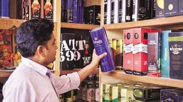 Delhi govt has decided to close down around 260 private liquor vends after September 30