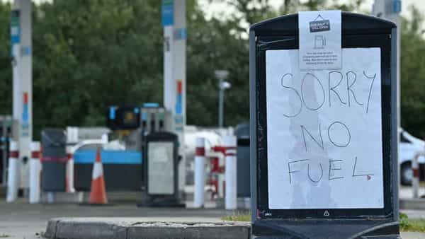 A sign informs motorists that there is no fuel at a petrol station near Tonbridge, southeast England (AFP)