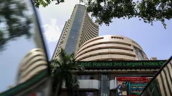 Benchmark indices tumbled for the fourth straight day, dragged by realty, telecom and finance stocks. (REUTERS)