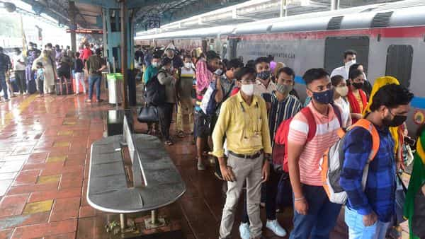 Passengers arriving from outstation trains queue up for the mandatory RT-PCR test at Dadar station, in Mumbai (Anshuman Poyrekar/HT PHOTO)