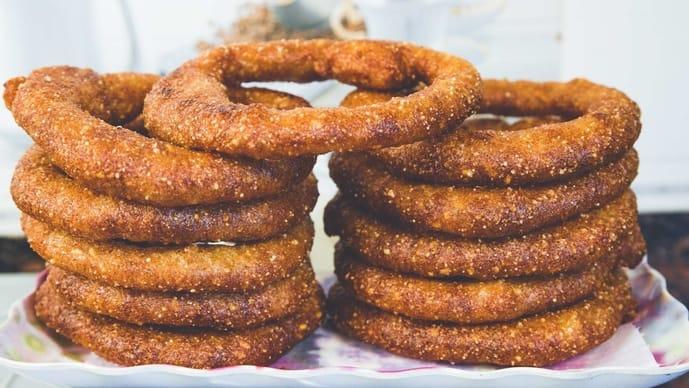 Selroti是用粗糙的米粉,酥油和糖制成的。(照片:iStockphoto)