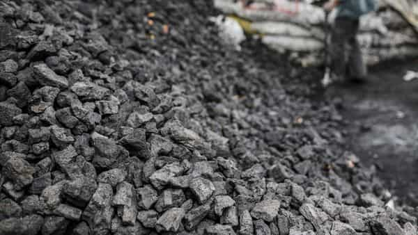 Coal India's new playbook involves ramping up supplies of fossil fuel to up to 2.1 million tonnes (mt) per day starting 20 October, from the current 1.9 mt, to power plants. (Photo: Bloomberg)