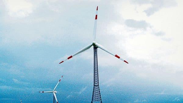 India already crossed 100 gigawatt (GW) of installed solar and wind capacity. (Photo: Bloomberg)
