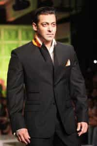 Bollywood actor Salman Khan wears a creation by Ashish Soni at the third and concluding day of Van Heusen India Men's FashionWeek in New Delhi on 13 September 2009. AFP