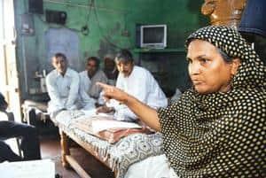 At home: Sunita Devi, sarpanch of Garhi Hakeeqat in Haryana, holds a meeting at her residence. Pradeep Gaur/Mint