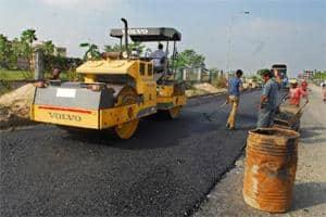 File photo of road construction on NH 202 in Warangal in Andhra Pradesh. Photograph by Harikrishna Katragadda/ Mint.