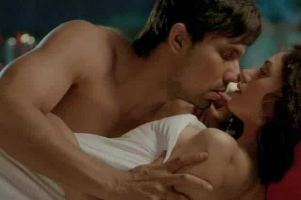 Randeep Hooda and Aditi Rao Hydari in still from 'Murder 3'