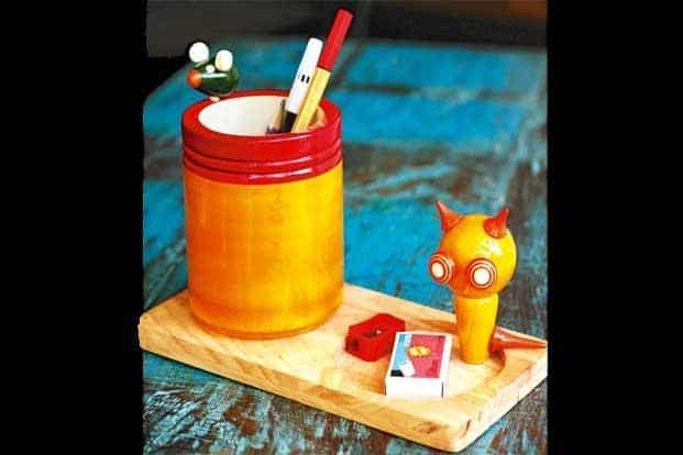 Cat-N-Mouse pen stand, Rs900.