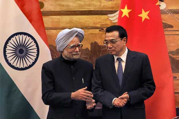 The agreement was signed in Beijing's Great Hall of the People following a meeting between Indian Prime Minister Manmohan Singh (left) and Chinese Premier Li Keqiang. Photo: AP