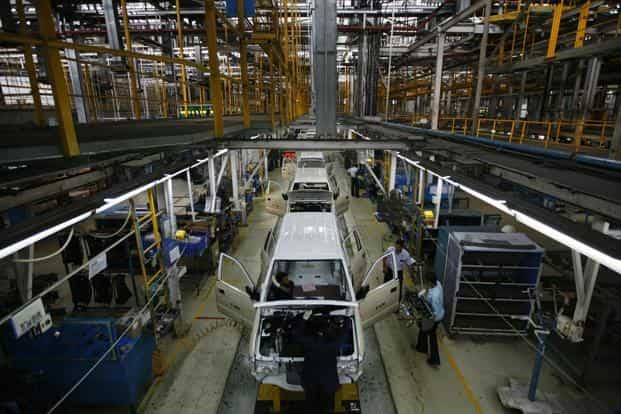 Employees work on the Chevrolet Tavera compact MPV assembly line inside a plant of General Motors India at Halol, Ahmedabad. Photo: Reuters