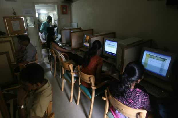 The number of Internet users in urban India stood at 137 million in October and is likely to touch 141 million by December, while that in rural areas reached 68 million in October and is estimated to cross 72 million by the year-end. Photo: Mint
