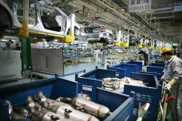 China manufacturing gauge falls to lowest level since July