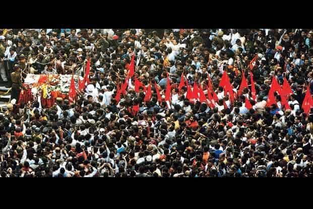 The last journey of former West Bengal chief minister and the most senior Communist Party leader, Jyoti Basu, in Kolkata on 19 January. Basu died following a multi-organ failure. HT