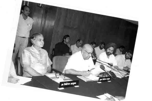 CEC T. N. Seshan during the election of 1991. The two most important poll issues were the Mandal Commission fallout and the Ram Janmabhoomi-Babri Masjid issue.