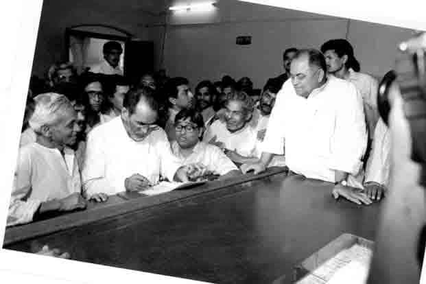 Prime Minister Chandra Shekhar filing his nomination during the elections of 1991.