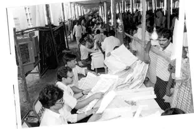 Counting of votes in the general election of 1991.