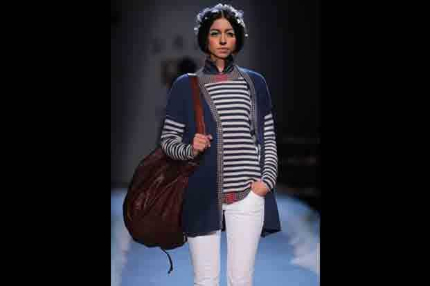 7. Spring is here, can winter be far behind? The seasons got wrapped up together as Aneeth Arora's indigo, white and red, multi-layered very winter collection walked down. Good clothes, beautiful silhouettes, easy to wear and wash fabrics.