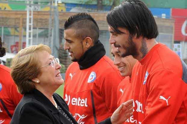 President Michelle Bachelet greets Chile's national football team players during the goodbye ceremony before their departure for Brazil to participate in the Fifa World Cup 2014. Photo: AFP
