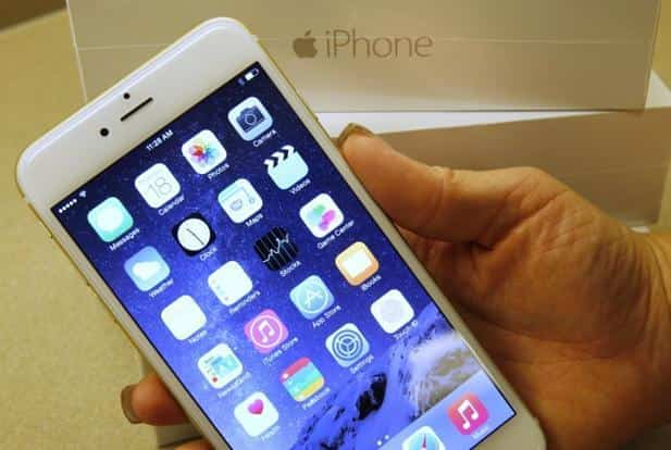 During the first 24 hours of record pre-orders a week ago, the iPhone 6 Plus, which has a larger display, started having shipping delays of three to four weeks. Photo: Getty Images