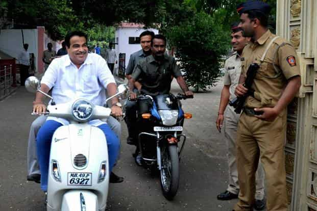 Union road transport and highways minister Nitin Gadkari leaves after meeting RSS chief Mohan Bhagwat at RSS headquarters in Nagpur on Saturday. Photo: PTI