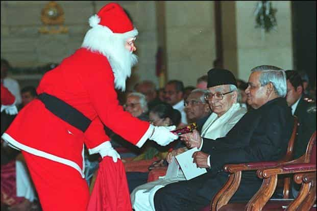 File photo of the then Prime Minister Vajpayee (R) receiving a gift from Santa Claus at the Rashtrapati Bhawan in New Delhi in 2001. Vajpayee was attending a special ceremony to mark Christmas. Photo: HT