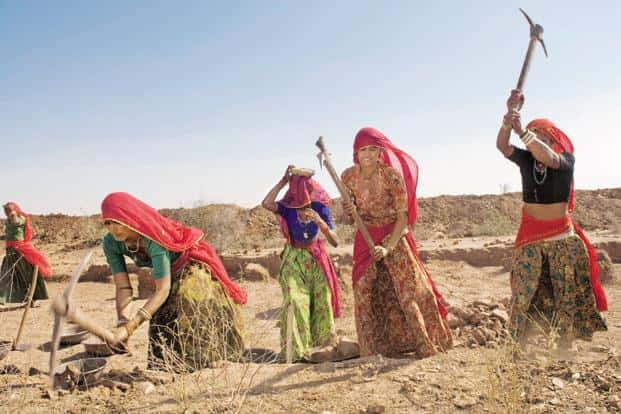 The government wants efforts to be made to enumerate unorganized sector workers so that their contribution can be quantified, and more of them get social security benefits. Photo: Priyanka Parashar/Mint