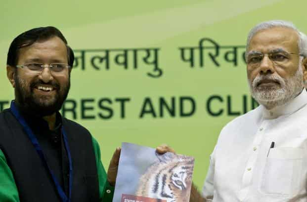 Environment minister Prakash Javadekar (left) said the air quality index may prove to be a major impetus to improving air quality in urban areas, as it will improve public awareness in cities to take steps for air pollution mitigation. Photo: AP