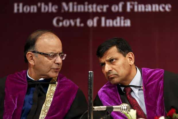 A file photo of finance minister Arun Jaitley (left) and Reserve Bank of India governor Raghuram Rajan. Photo: Reuters