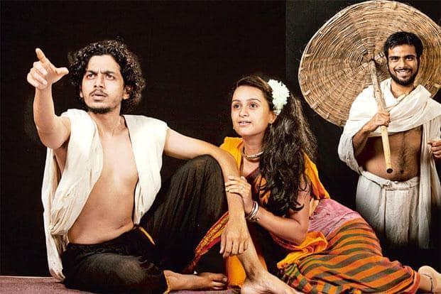 A scene from 'Aashadhatil Ek Diwas', Atul Pethe's Marathi stage adaptation of 'Ashadh Ka Ek Din'. Photo courtesy: Natakghar & Shri Siddhivinayak Production