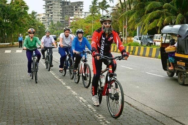 Faisal Thakur with cyclist friends on Carter Road. Photographs: Abhijit Bhatlekar/Mint