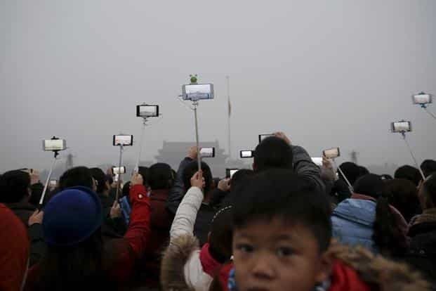 """After Beijing issued the """"red alert"""", residents film the heavy smog at the Tiananmen Square on Wednesday morning. Last week, the city's air quality index went 'beyond index' or above 500 as measured by the US Embassy. Reuters"""
